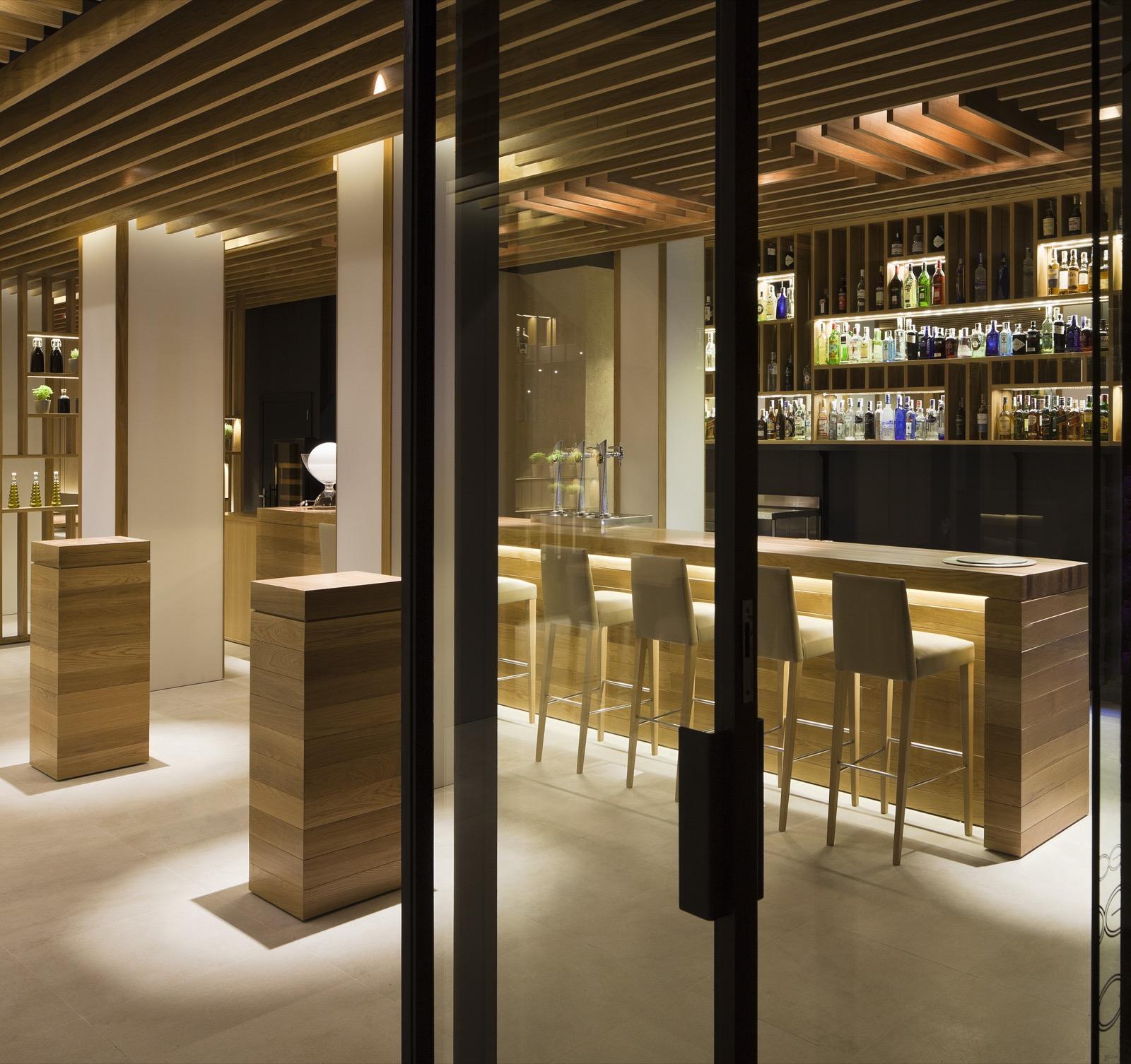 Besso restaurant mallorca interior design - Techos de madera interiores ...